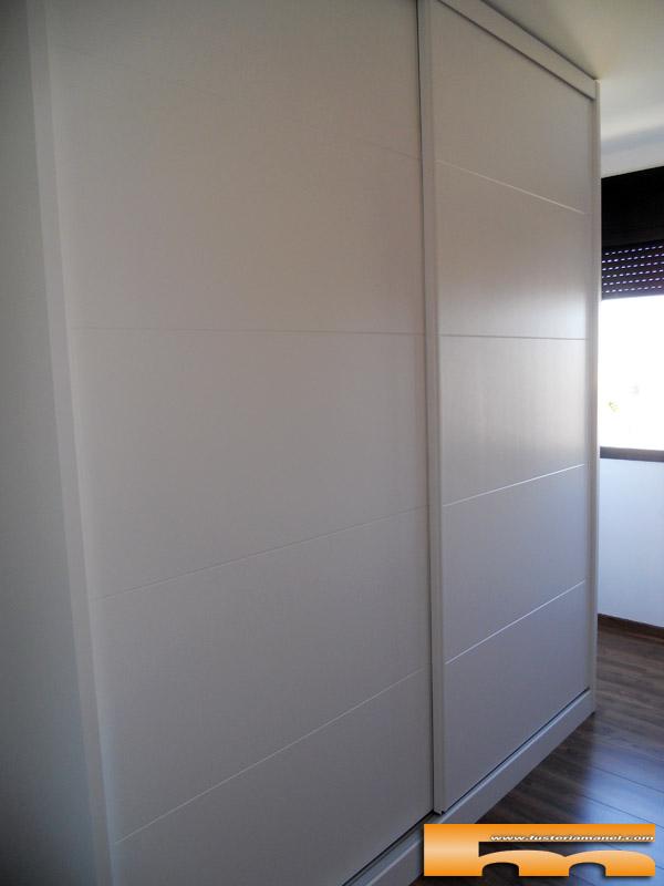 Armario a medida puertas correderas lacado sabadell anna - Armario blanco puertas correderas ...