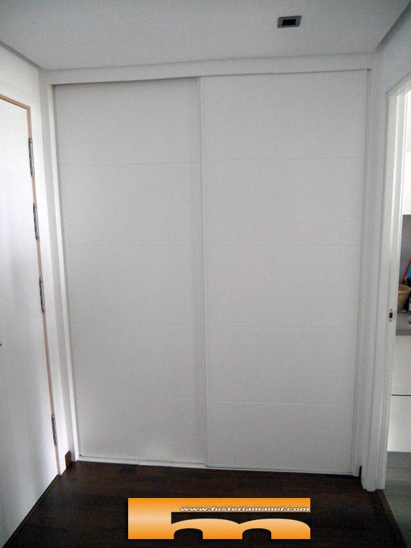 Armario a medida recibidor puertas correderas lacado - Armarios empotrados barcelona ...