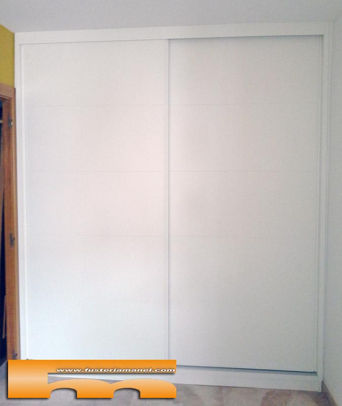 Armario a medida lacado puertas correderas rubi aleix for Puerta corredera castorama armario a medida