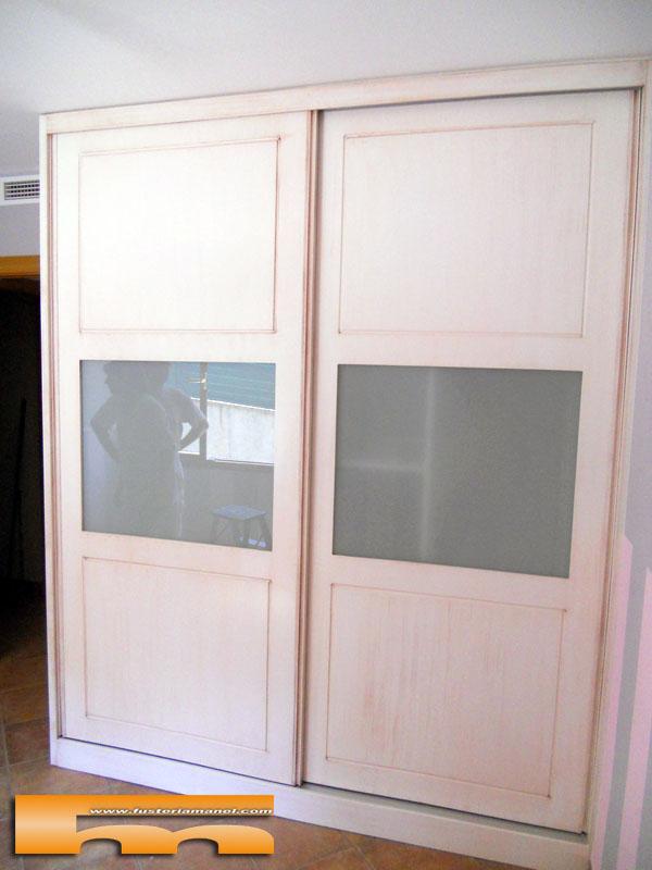 Armario a medida puertas correderas lacado decap con for Puerta corredera castorama armario a medida