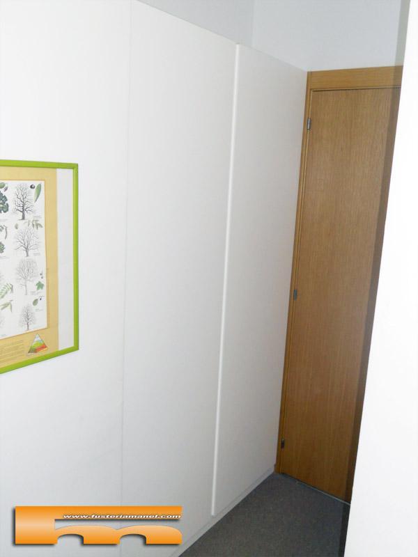 Armario lacado a medida tirador oculto barcelona montse for Armarios fondo 30 cm