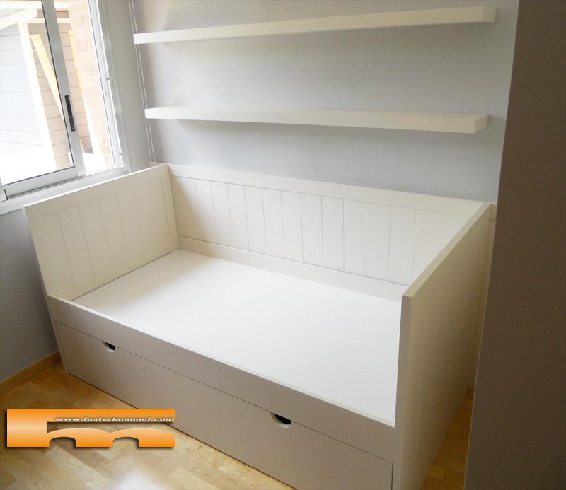 Cama nido tipo sof con arrimadero lacado a medida for Sofa cama para habitacion juvenil