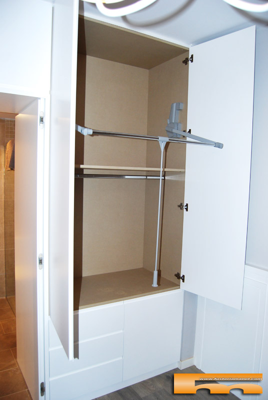 Armario a medida lacado separador ba o dormitorio principal clara barcelona - Armarios a medida barcelona ...