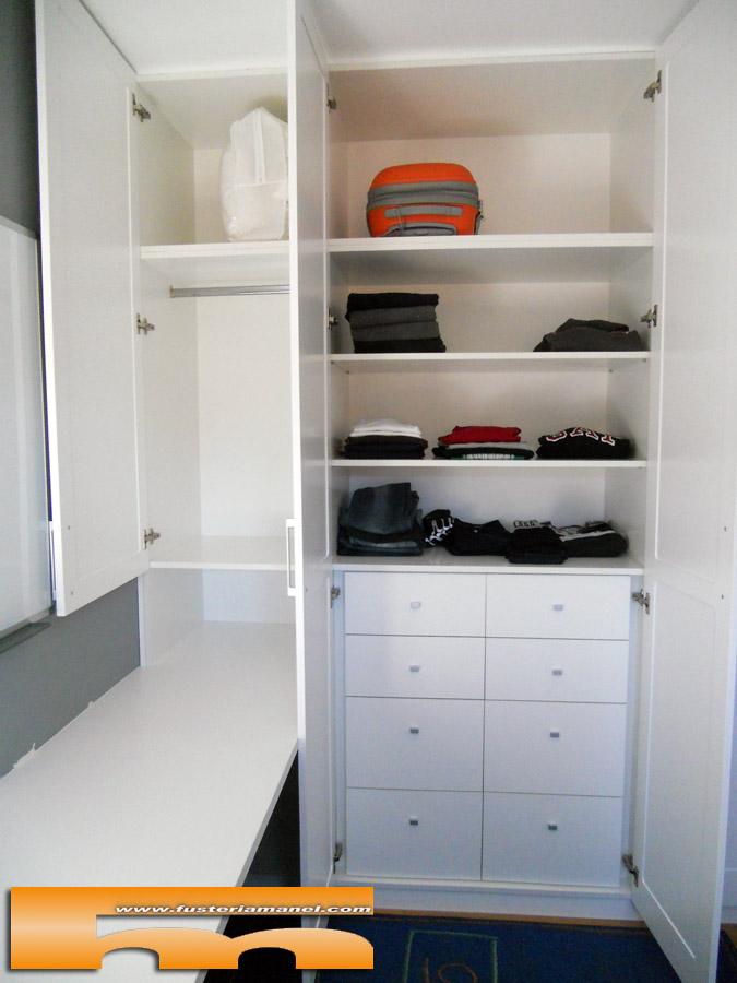 Armario a medida juvenil lacado con escritorio sant for Dormitorios juveniles con armario esquinero
